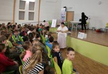 Publikum s ředitelkou školy v popředí, foto K. Polínková