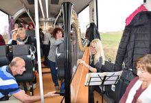 Z. Šolcová hraje na harfu, foto S. Hájková