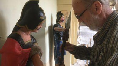 Loreta Rumburk 15. 7. 2019. Sochy z ambitu Lorety v Rumburku zachraňoval tým restaurátorů. Jedním z nich byl akad. malíř restaurátor Petr Šafus. Součástí soch jsou i nově vyřezaná kopí kopírující jedno dochované.