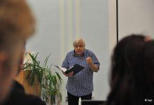 Básník se loučí. Milan Hrabal recituje svou báseň k úmrtí Kita Lorence